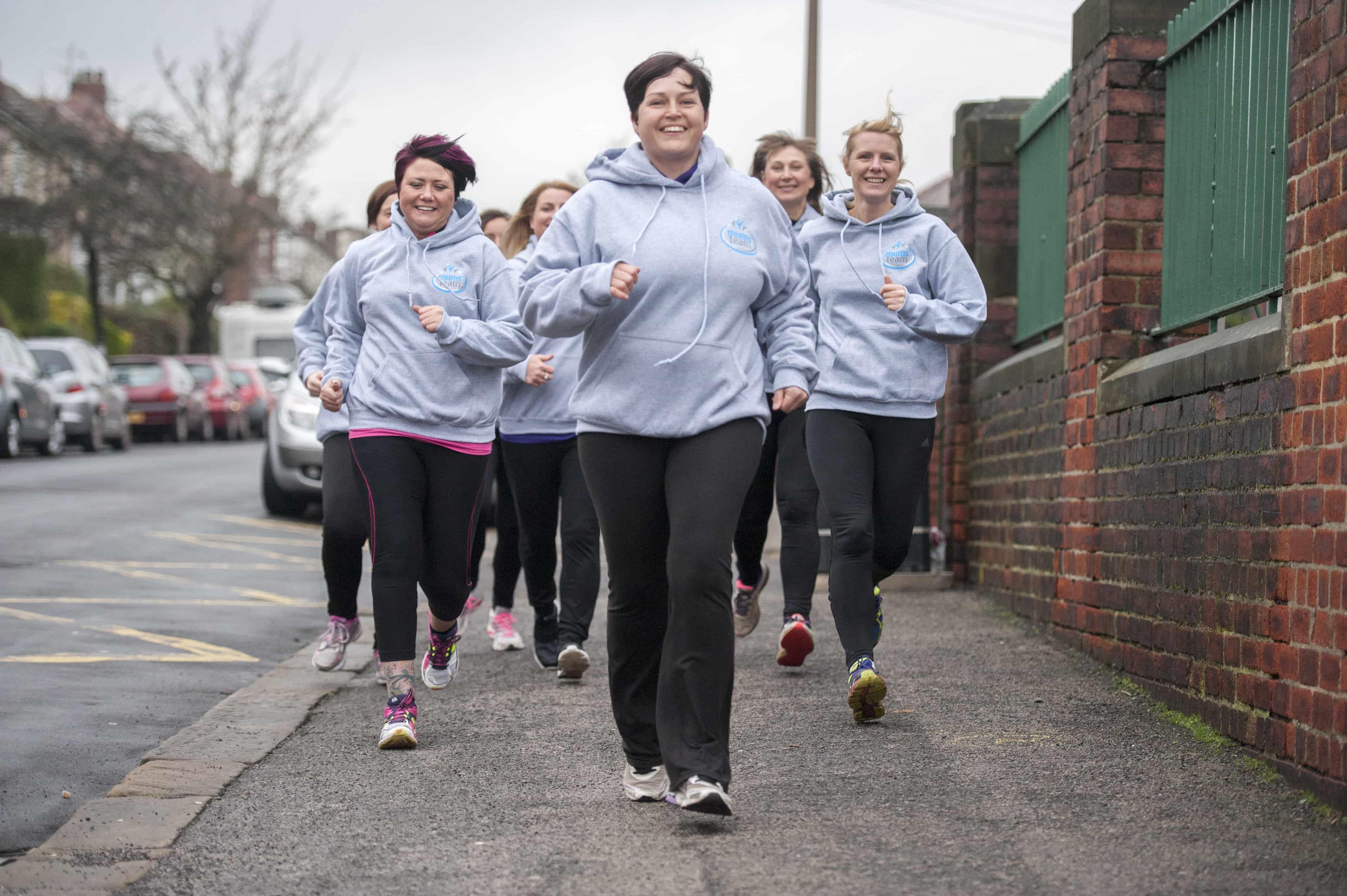 mum team volunteers jogging