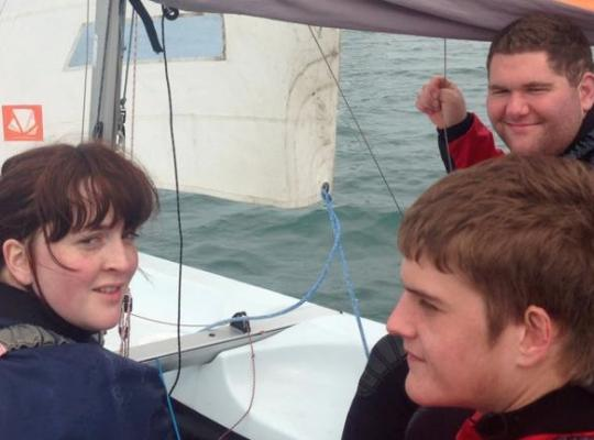 3 young people learning to sail